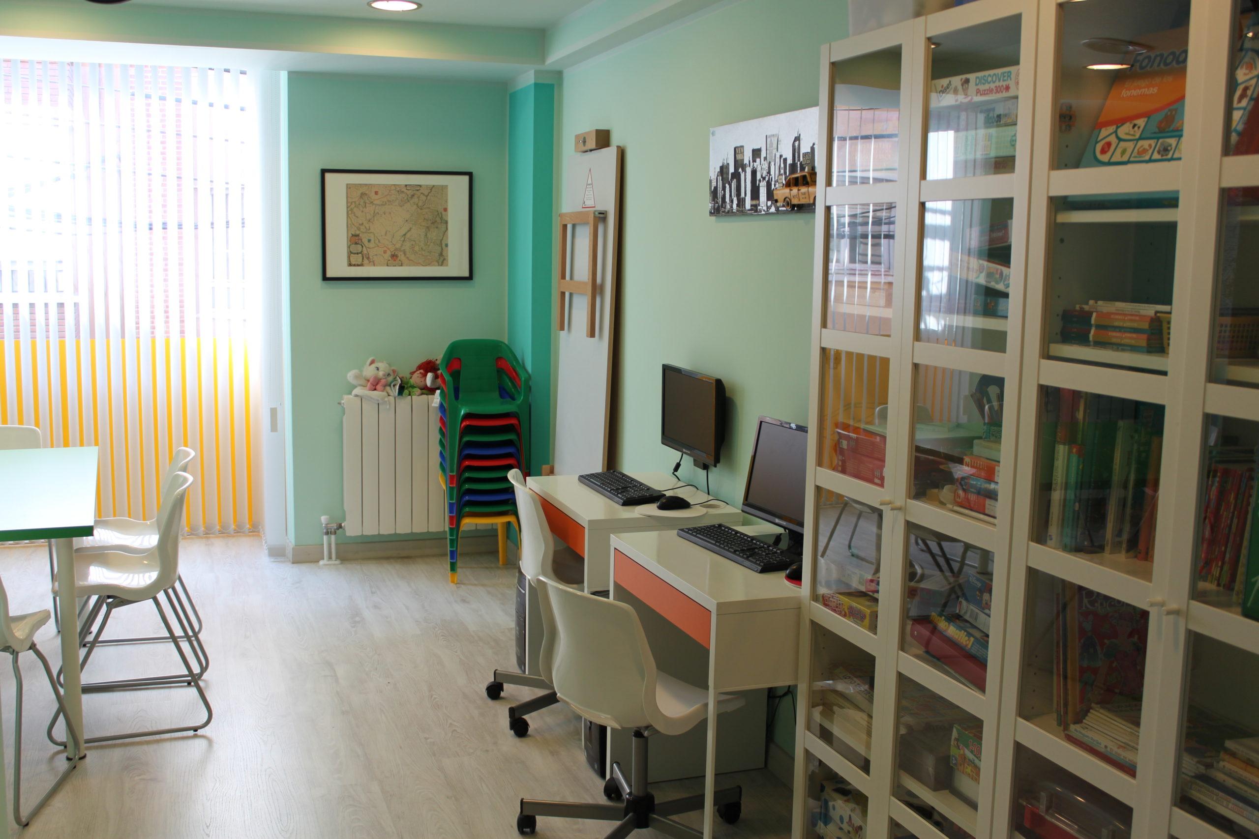 Sala de apoyo escolar y biblioteca. Planta primera
